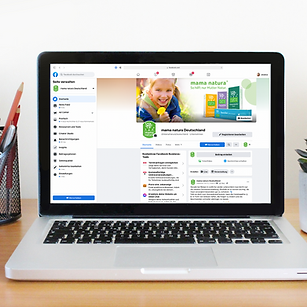 Laptop mit Facebook Profil mama natura - Social Media Manager