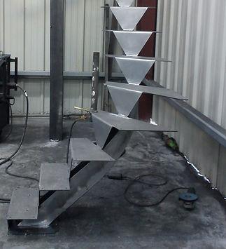 Escalier débillardé en cours de fabrication