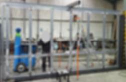Porte accordéon repliable en profil acier en cours de fabrication