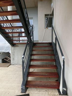 escalier droit acier marches bois