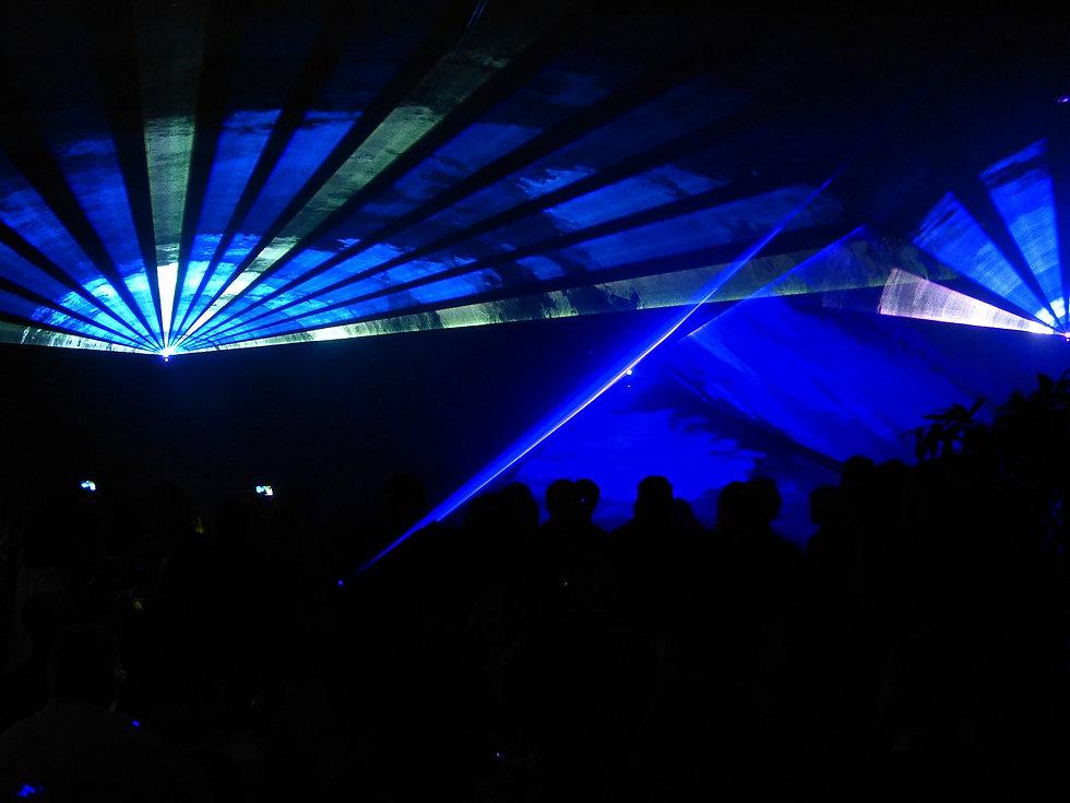 laser-288612_1920.jpg