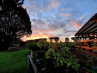 sunset pub garden thatcham midgham newbu