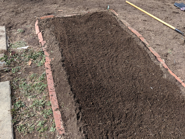 How to build a raised bed (without spending any money)