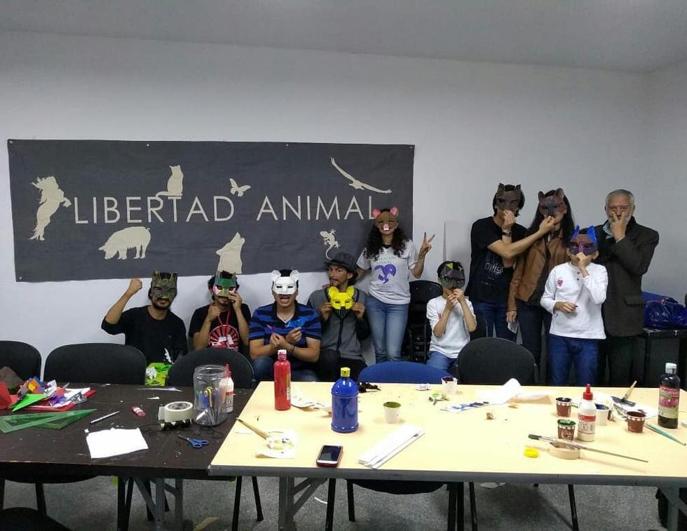 EvoluZOOn Cine Animal Fest Taller de máscaras animales MAC Museo de Arte Contemporáneo Bogotá