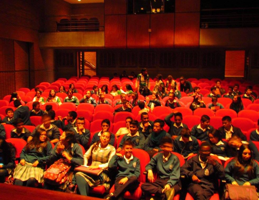 EvoluZOOn Cine Animal Fest Biblored Biblioteca el tunal colegio INEM Santiago Pérez