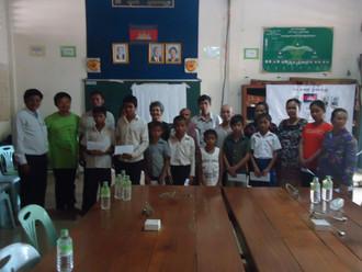 第一次發放貧童助學金--柬埔寨