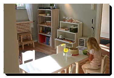 klassrum barn sitter och studerar