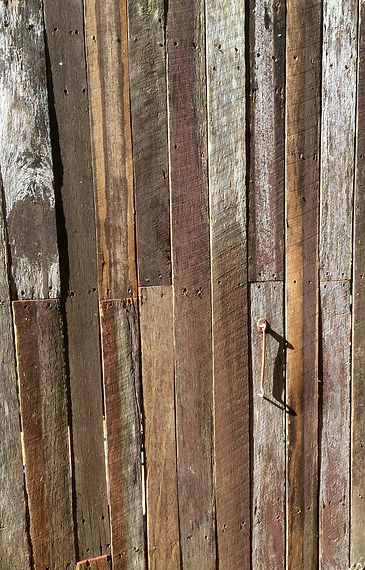 Best Beaches Fencing provides timber fencing solutions on the northern beaches. Reclaimed hardwood.