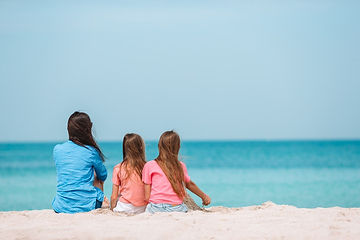 mother-kids-beach-compressor.jpg