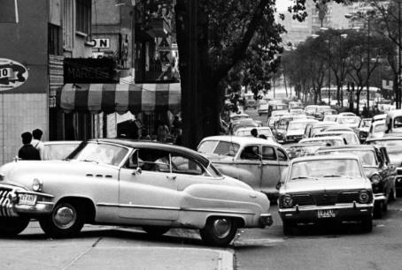 Arquitectura y coches viejos