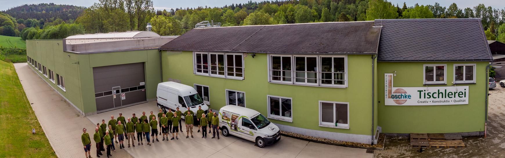 Panoramabild der Tischlerei Loschke GmbH mit Team