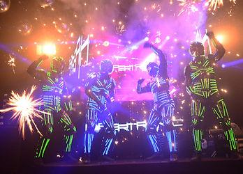 Robôs de led em festa