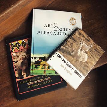 Polecane książki o alpakach i hodowli alpak.