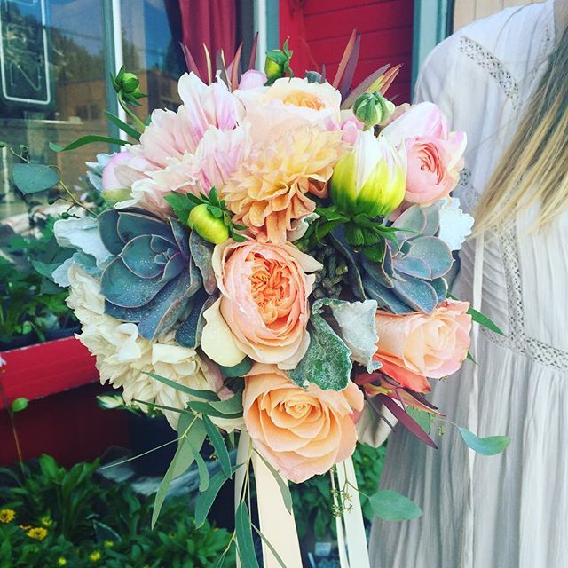 It's a peach & coral weekend! #bridalbouquet #davidaustinroses #succulents #dahlia #ranuncula #prote
