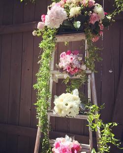 Pretty in pink #vintagewedding #pink #mountainwedding #sierra #almostfall #florist #mammothweddings