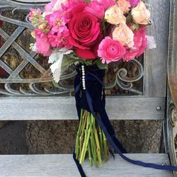 #prettyinpink #hotpink #victorylodgeweddings #mammothweddings #junelake #navyvelvet