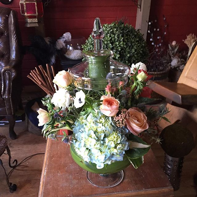 Another back to back wedding weekend! #apothecaryjar #wedding #mammothweddings #coral #hydrangea #an