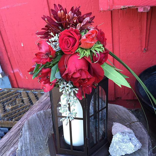 Wedding 2 of a triple this weekend! #mammothweddings #mammothstories #lanterns #red #redwedding #mou