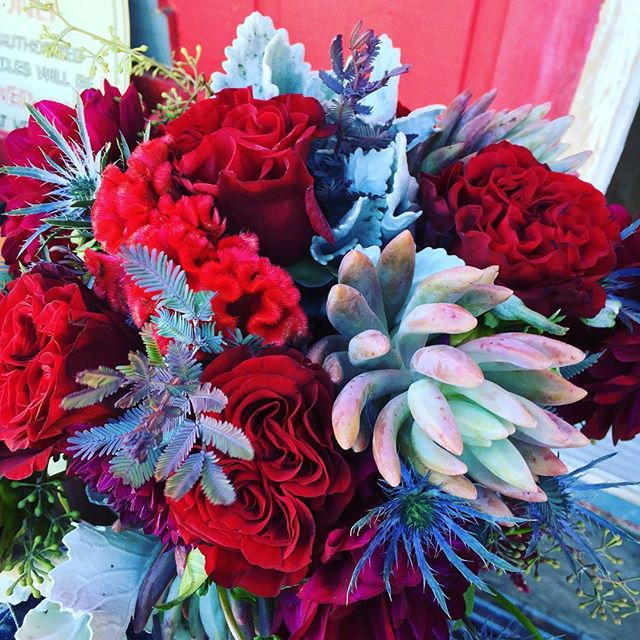 Feels like fall #mountainbride #red #mammothwedding #hearts #succulents #florist #wedding #rusticwed