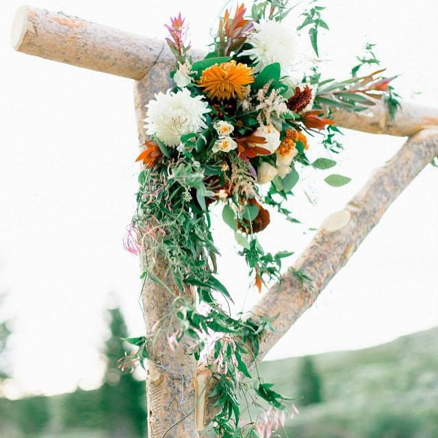 #mammothweddings #mammothstories #rusticchicwedding #rusticchic #redlilydesign #