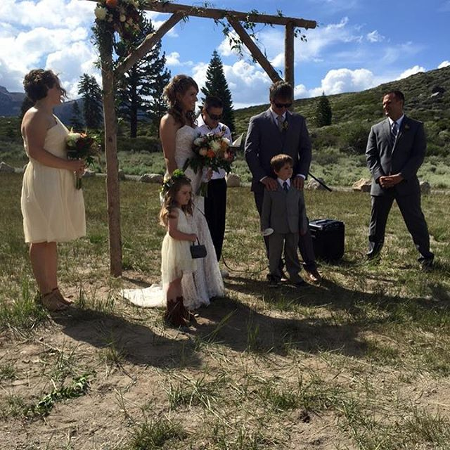 #mammothweddings #mammothstories #rusticchic #rusticchicwedding #redlilydesign