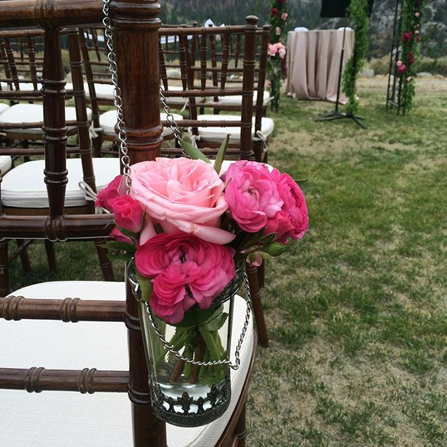 #mammothmountain #mammothweddings #victorylodgeweddings #hotpink #prettyinpink