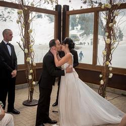 #mammothweddings #mammothstories #mammothmountain #mccoystationmammoth #redlilydesign #whitewedding