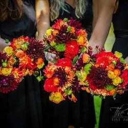 #mammothstories #mammothweddings #fallwedding #redlilydesign