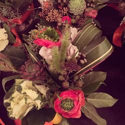 Ranuncula love #ranunculas #succulents #Nickelodeon #westin #mammoth #florist #flowers #kale