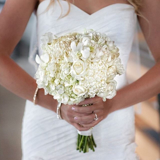 #mammothweddings #winterwedding #mammothflorist #mammothstories #mammothmountain #redlilydesign #coo