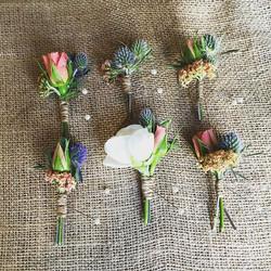 Fancy a boutonnière_ #summerwedding  #mammothweddings #thistle #ranunculus #rusticwedding #keepitsim