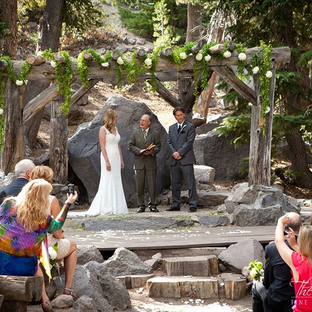 #whitewedding #sierrawedding #mammothstories #mammothweddings #mammothmountain #forestchapel