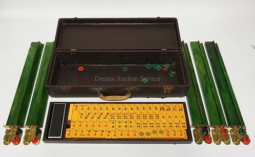 VINTAGE CATALIN MAH JONG SET IN CASE. SOME OF THE DISKS ARE DAMAGED. CASE HAS WE