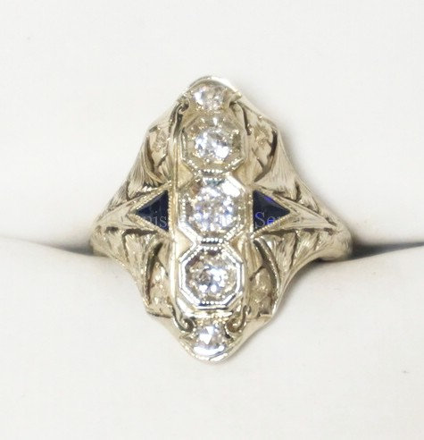 18K WHITE GOLD & DIAMOND RING WITH 3 DIAMONDS AND 2 SAPPHIRES. LARGEST DIAMOND I