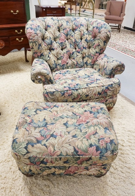 BROYHILL FLORAL UPHOLSTERED LOUNGE CHAIR AND OTTOMAN.