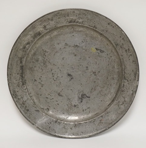 ANTIQUE PEWTER CHARGER MEASURING 18 1/4 INCHES IN DIA.