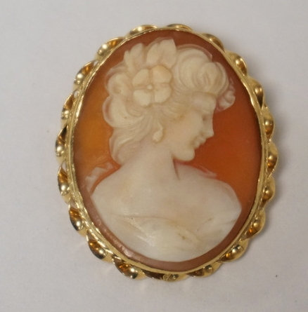 14K GOLD AND CARVED CAMEO BROOCH/PENDANT. 1 1/4 X 1 INCH.