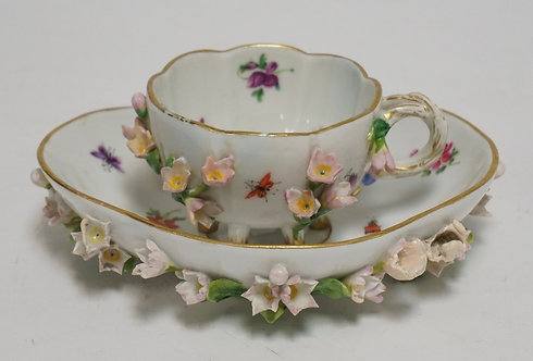 MEISSEN CUP AND SAUCER WITH APPLIED FLOWERS (SOME WITH RESTORATION). SAUCER MEAS