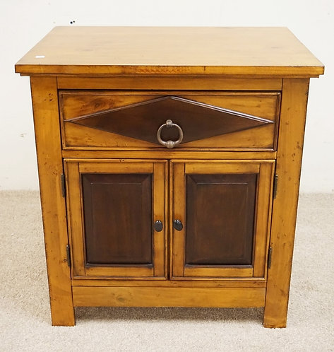 CABINET WITH ONE DRAWER OVER TWO DOORS.
