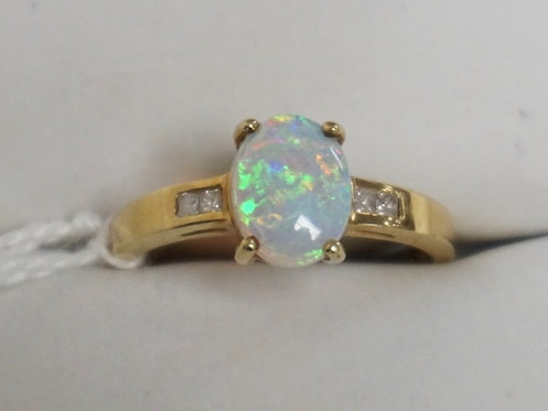14K GOLD OPAL RING WITH CHANNEL SET DIAMOND ACCENTS. APPROX SIZE 8. 2.0 DWT.