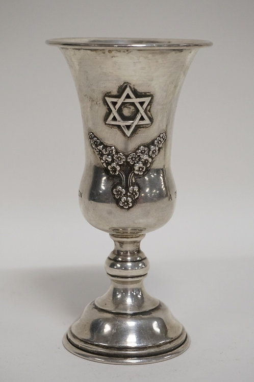 STERLING SILVER KIDDUSH CUP WITH INSCRIPTION. 2.34 TROY OZ. 5 1/4 INCHES HIGH.