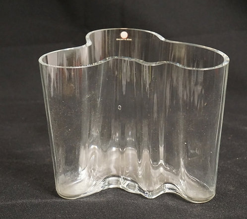 1184_FINNISH CRYSTAL VASE BY ALVAR AALTO. 4 7/8 INCHES HIGH. 6 INCHES AT ITS WID