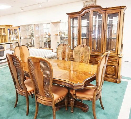 8 PIECE BERNHARDT DINING ROOM SET. INCLUDES BREAKFRONT WITH GLASS SHELVES, A MIR