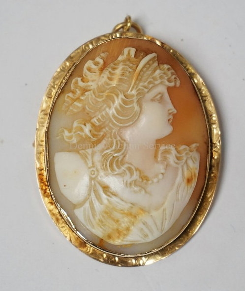 CARVED CAMEO BROOCH/PENDANT IN A 10K GOLD FRAME. TESTED. 2 1/4 X 1 3/4 INCHES