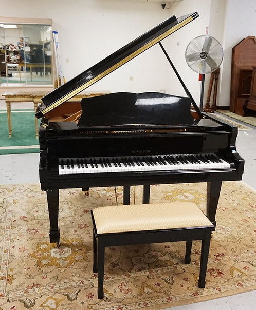 SAMICK SIG-50 BABY GRAND PIANO. BLACK LACQUERED CASE. BEAUTIFUL CONDITION AND WE