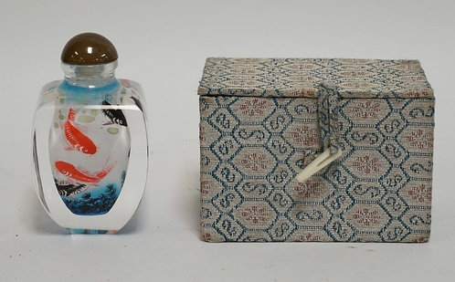 GLASS SNUFF BOTTLE WITH INTERNAL PAINTING OF KOI FISH. 3 3/8 INCHES HIGH.