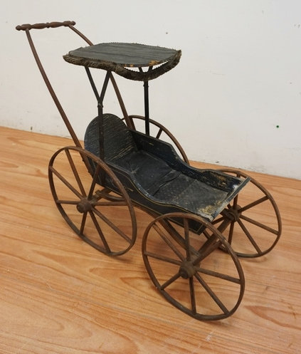 ANTIQUE VICTORIAN DOLL CARRIAGE MEASURING 27 1/2 INCHES HIGH.