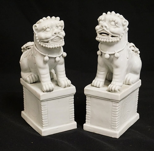 PAIR OF BLANC DE CHINE FOO DOG FIGURES. 7 1/4 INCHES HIGH.