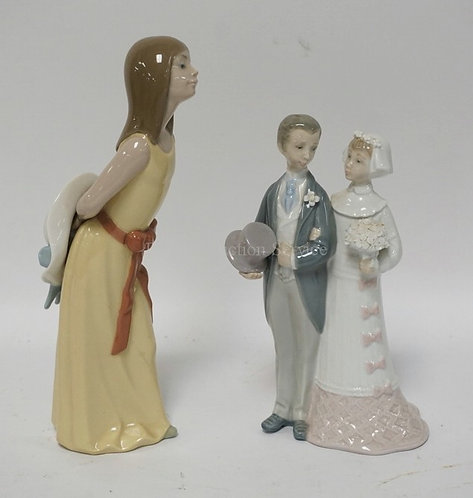 2 PIECE OF LLADRO PORCELAIN. A BRIDE & GROOM, AND A WOMAN WITH A HAT. TALLEST IS