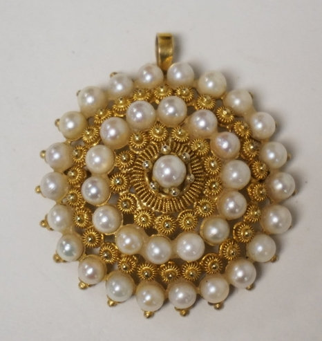 10K GOLD BROOCH/PENDANT WITH ALTERNATING CONCENTRIC RINGS OF PEARLS AND GOLD BEA